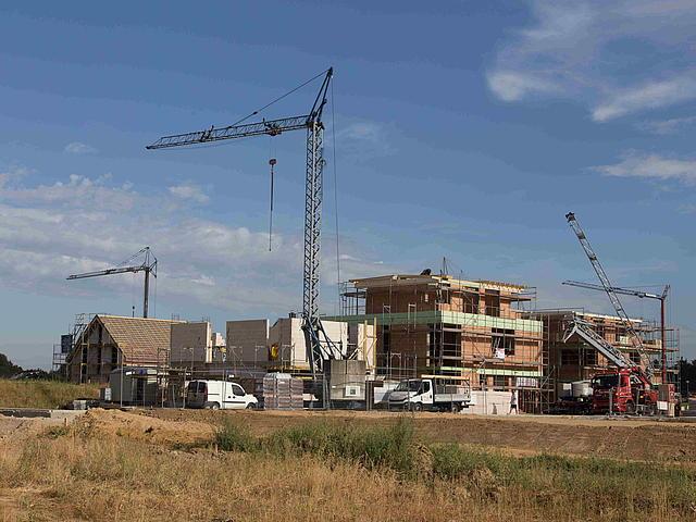 Das Neubaugebiet An der Niersaue in seiner Entstehung mit Baukrähnen