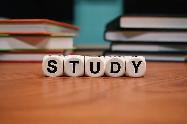 Buchstabenwürfel: Study