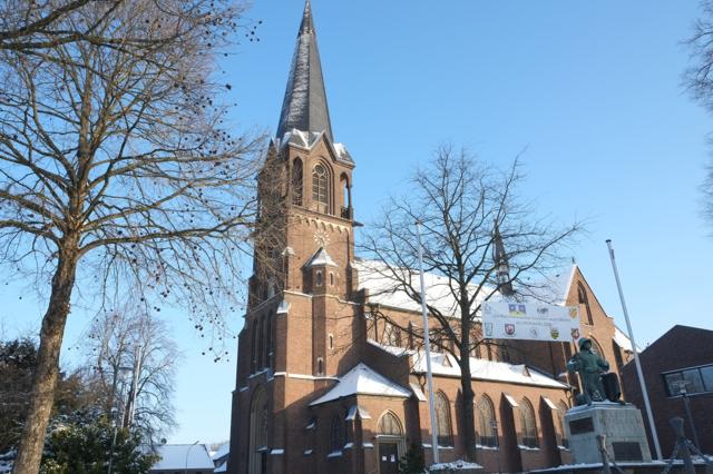 Glehner Kirche mit schneebedecktem Dach