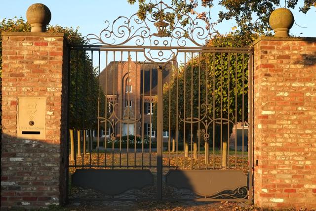 Eingangsportal von Haus Schlickum in der Abendsonne
