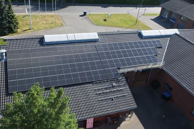 Im Mai 2020 installierte Solaranlage auf dem Dach der Feuerwehr