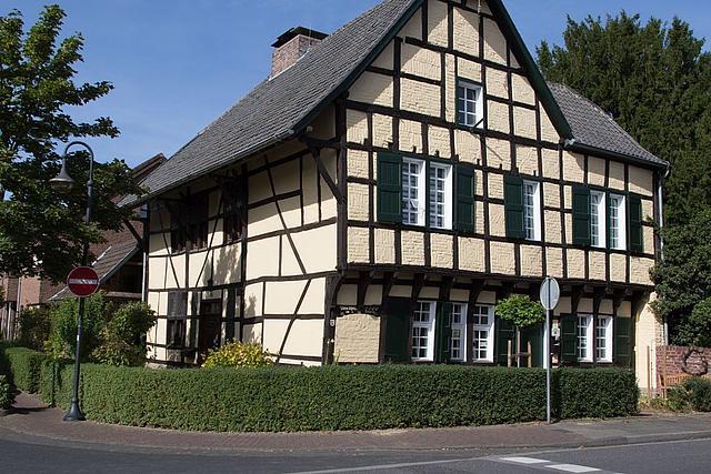 Seitenansicht des historischen Kuhlenhofes
