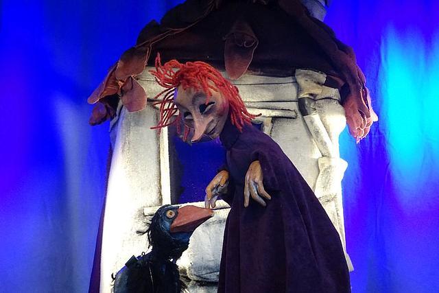 Figurentheater: Die kleine Hexe mit einem Raben