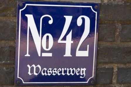Nah-Aufnahme Hausnummer 42 Wasserweg in Steinhausen