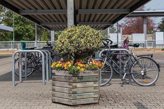 Radstation vor Bahnhof Kleinenbroich