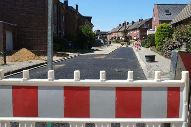 Abgesperrte Eichendorffstraße kurz vor Abschluss der Arbeiten