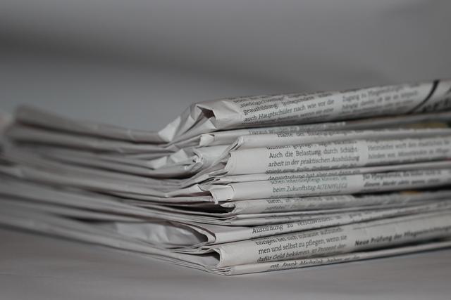 Stapel deutschsprachiger Zeitungsausgaben