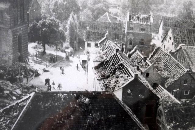 Blick in den zerstörten Ortskern Korschenbroichs 1943