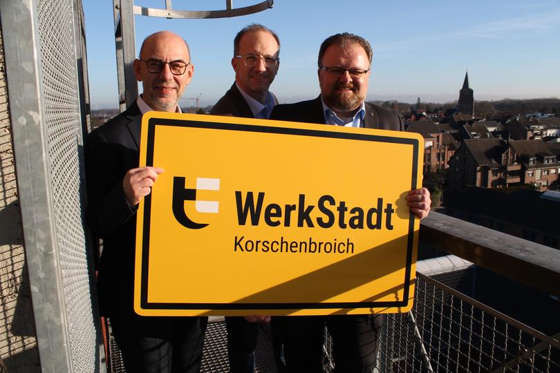 Georg Onkelbach, Thomas Dückers und Marc Venten auf dem Turm mit WerkStadt-Schild