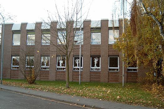 Außenansicht der Grundschule Schulstraße in Glehn