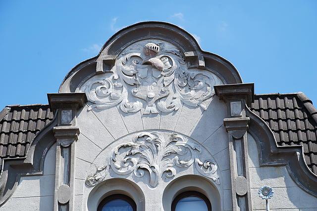 Detailaufnahme eine Häusergiebels auf der Sebatianusstraße in Korschenbroich