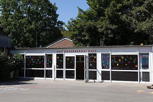 Außenansicht Gutenberg-Grundschule in Kleinenbroich
